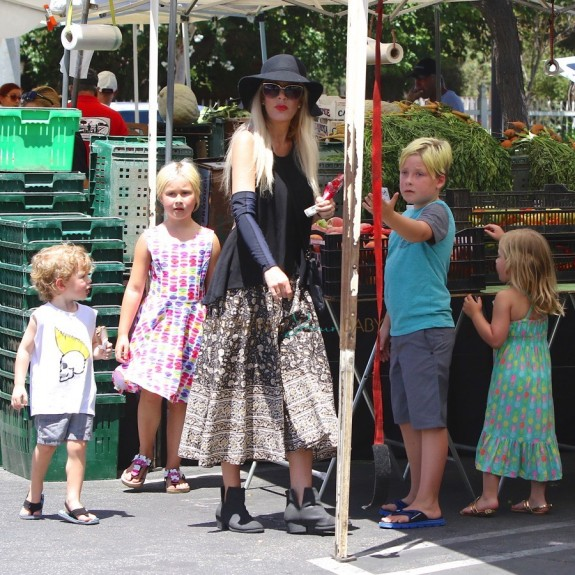Tori Spelling at the Farmer's Market with kids Stella, Liam, Hattie and Finn McDermott