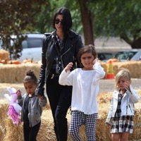 Kourtney Kardashian Takes Her Crew To Underwood Farms!
