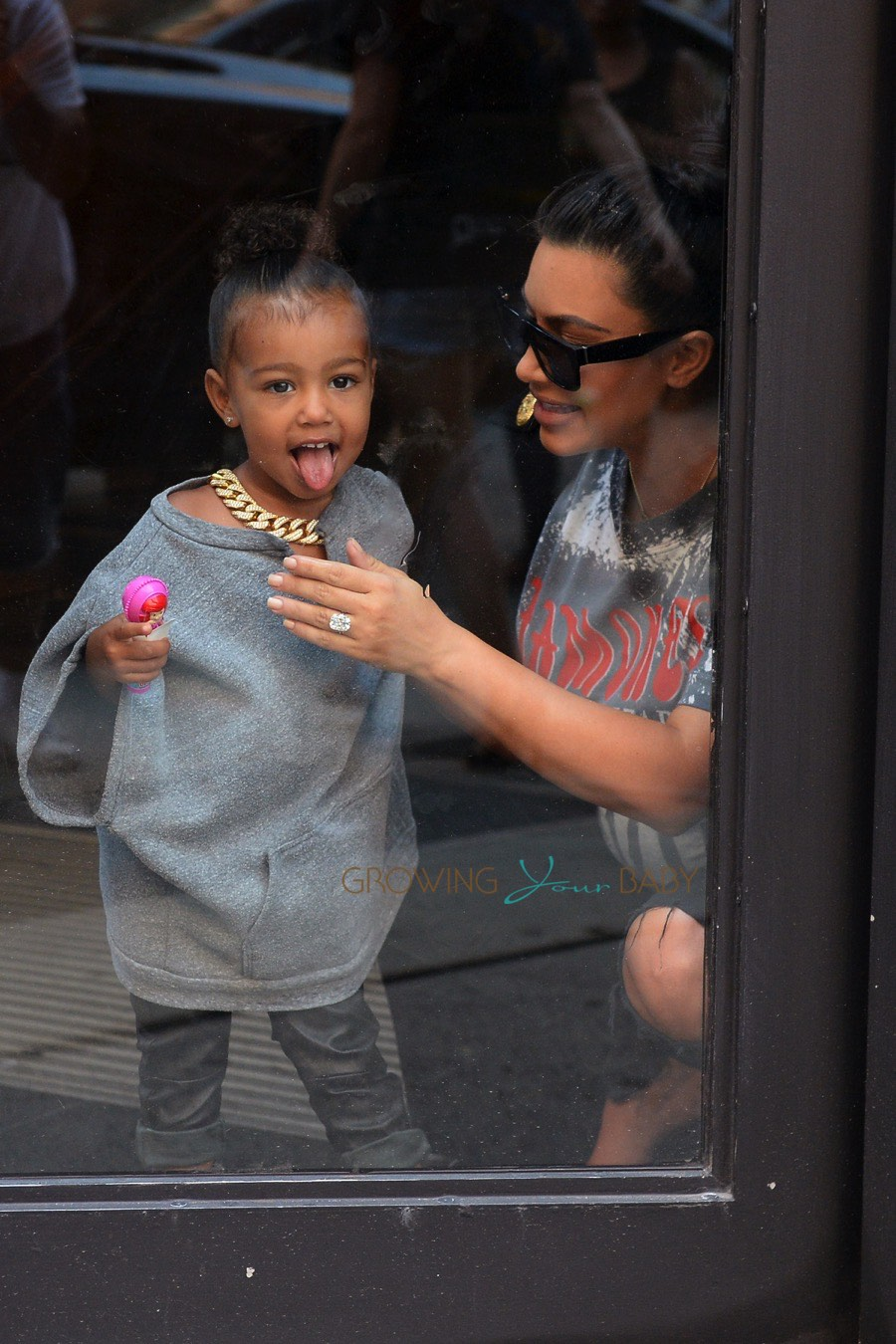 Pregnant Kim Kardashian And Daughter North West At Toys R Us Growing Your Baby