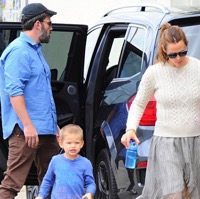 Ben Affleck & Jennifer Garner Spend Time Together As A Family
