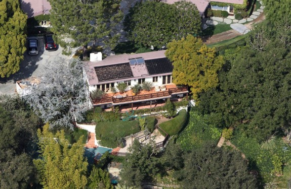 Ben Affleck & Jennifer Garner are looking to sell their Pacific Palisades, CA estate
