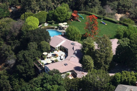 Ben Affleck and Jennifer Garner are looking to sell their Pacific Palisades estate