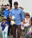Ben Affleck with daughters Violet and Seraphina at the market