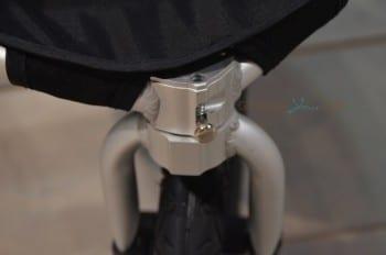 Bumbleride Speed Stroller - wheel actuator