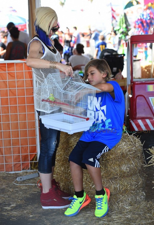 Gwen Stefani with her son Kingston at Shawn's pumpkin patch