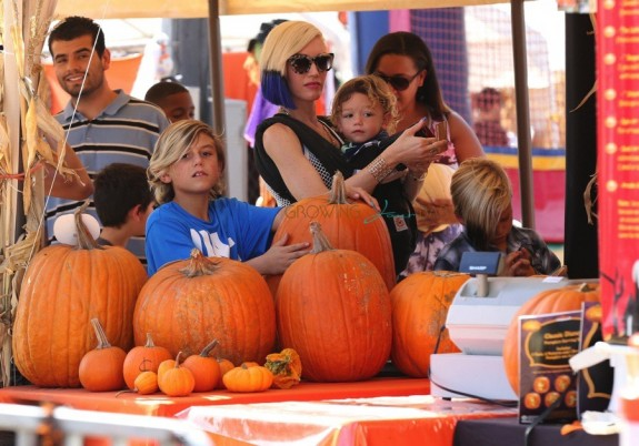 Gwen Stefani with her sons Kingston, Zuma and Apollo at Shawn's pumpkin patch