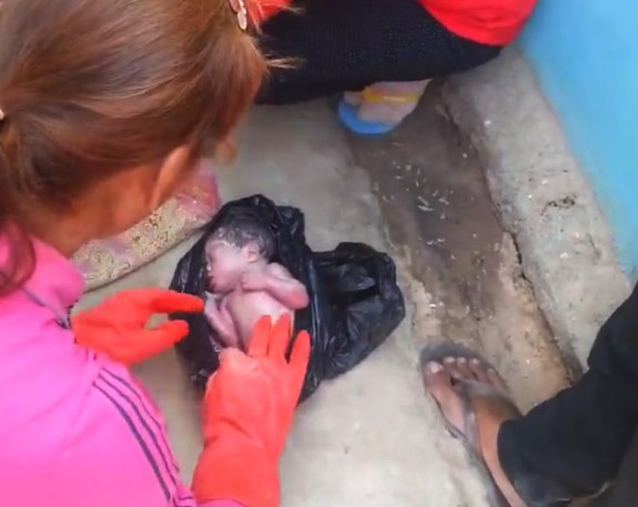 Newborn Baby Discarded in Garbage Bag Discovered Alive By Passersby