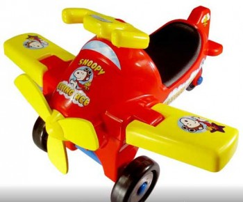 Peanuts Flying Ace Ride-On Toys
