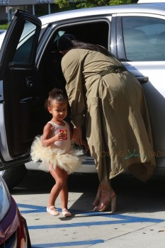 Pregnant Kim Kardashian at ballet class with daughter North West