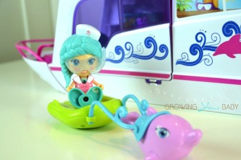 VTECH Flipsies Sandy's House & Ocean Cruiser - riding a dolphin