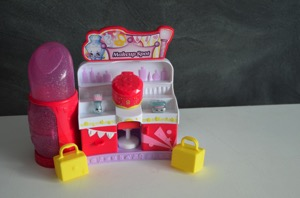 Kids Can Store and Display Their Shopkins With The Make-up Spot!