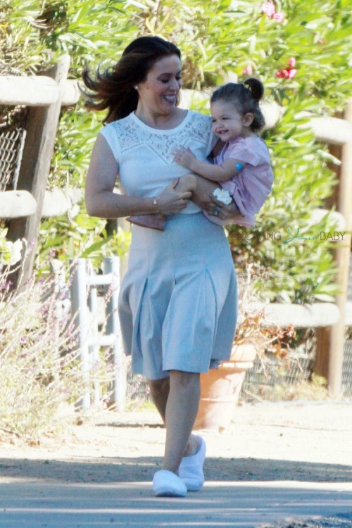 Alyssa Milano carries daughter Elizabella on the set of her new commercial