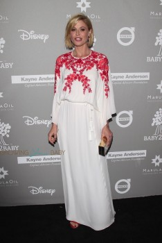 Julie Bowen at the 2015 Baby2Baby Gala