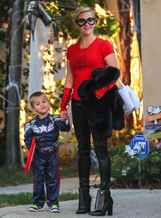 Reese Witherspoon out for Halloween with son Tennessee Toth