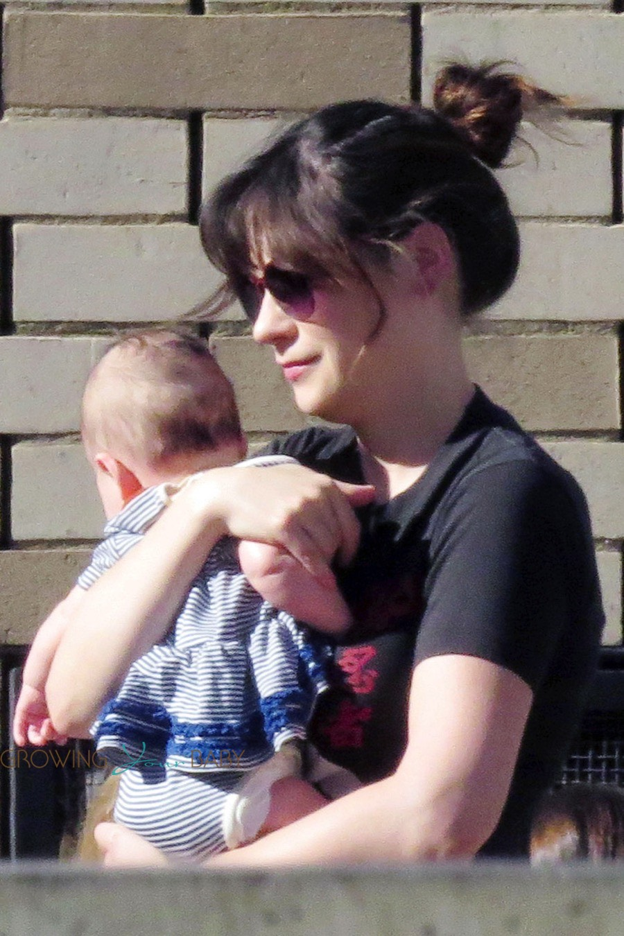 Zooey Deschanel Steps Out With Her Newborn Elsie Otter Growing Your Baby