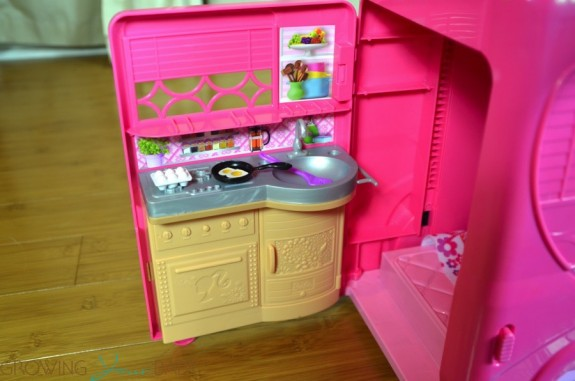 barbie pop up camper - kitchen