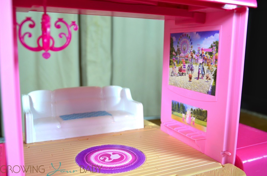 Attirant Barbie Pop Up Camper   Living Room