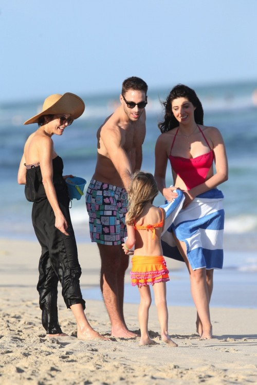 Bethenny Frankel and daughter Bryn Hoppy at the beach in Malibu with Brittny Gastineau and Simon Huck