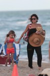 Bethenny Frankel and her daughter Bryn collect shells on Miami Beach