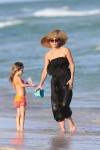 Bethenny Frankel & her daughter Bryn collect shells on Miami Beach