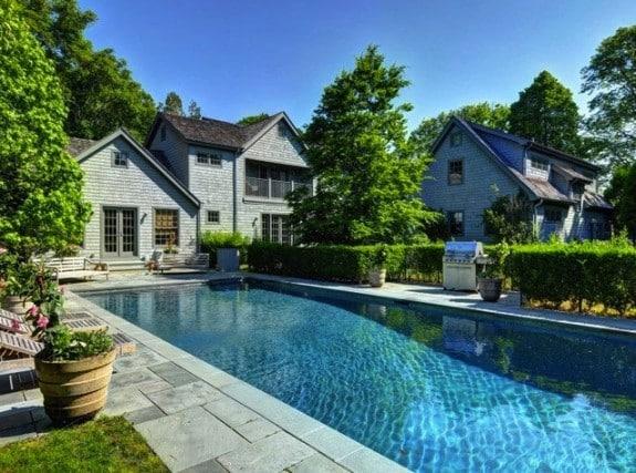 Naomi Watts Liev Schreiber Hamptons house outside
