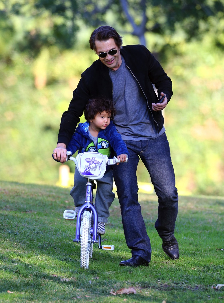 Olivier Martinez plays with his son Maceo at a park in Los Angeles on December 31, 2015
