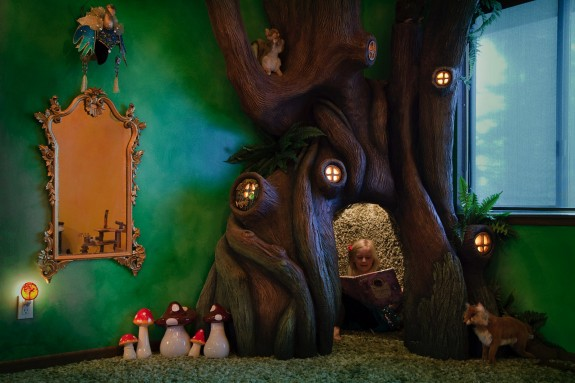 Dad Creates Magical Treehouse in Daughter's Room