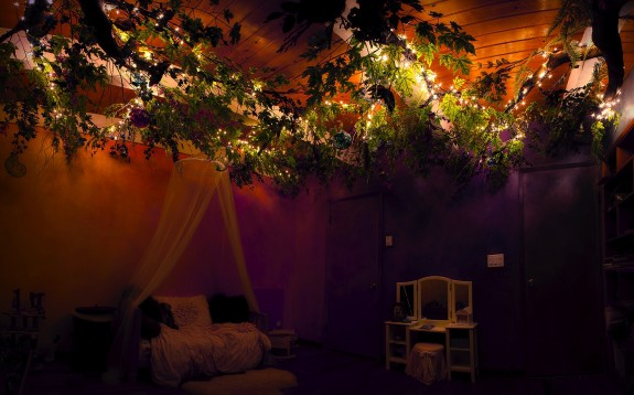 Dad Creates Magical Treehouse in Daughter's Room - TREE LIT UP