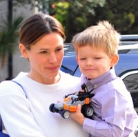Jennifer Garner Attends Church With Her Kids