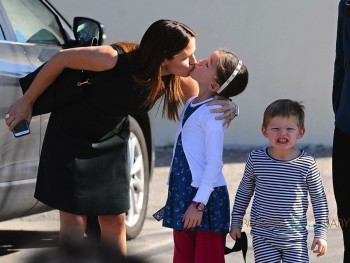 Jennifer Garner takes her kids to church in Pacific Palisades on January 24, 2016