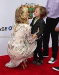 Kate Hudson and her sons Ryder Robinson and Bingham at Dream Works and Twentieth Century Fox present the World Premiere for Kung Fu Panda 3