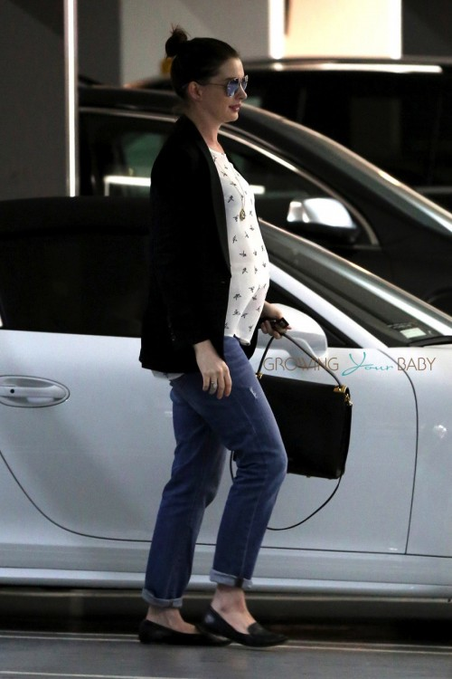 Pregnant Anne Hathaway Shops in LA