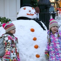 Sarah Jessica Parker's twins Tabitha and Marion Broderick enjoy a snowday t