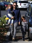Scott Disick takes his kids Mason & Penelope to Barnes & Noble in Calabasas, California on December 31, 2015