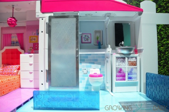 Barbie Hello Dreamhouse - bathroom