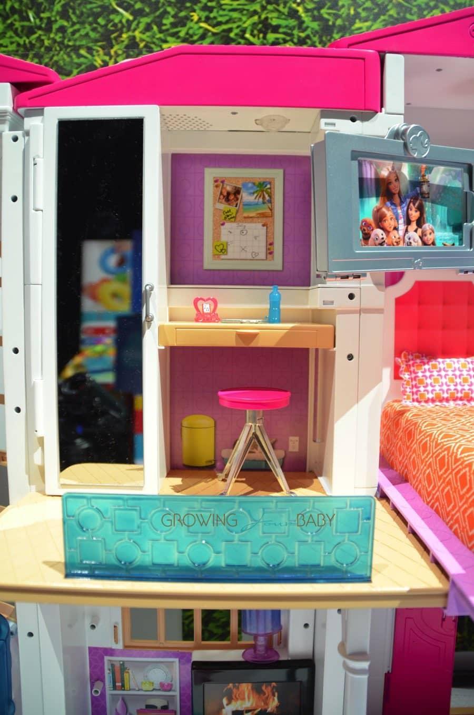 Barbie hello dreamhouse bedroom growing your baby for Barbie dream house bedroom