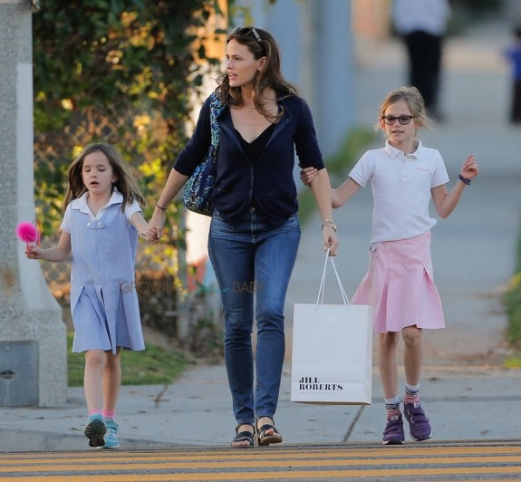 Jennifer Garner out in Santa Monica with daughters Violet and Seraphina Affleck