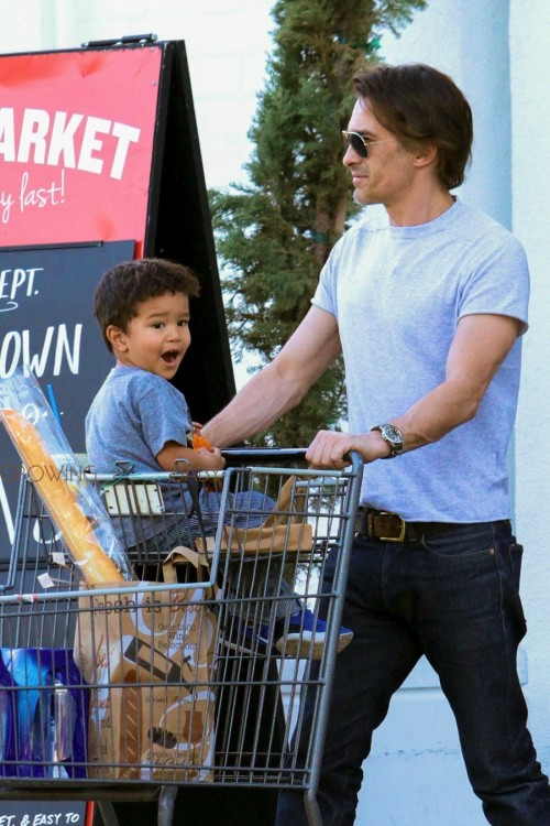 Olivier Martinez and his son Maceo shop at Bristol Farms