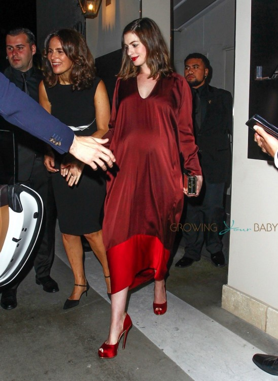 Pregnant Anne Hathaway Leaves Leonardo Dicaprios Pre Oscar Party