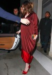 Pregnant Anne Hathaway Leaves Leonardo Dicaprio's Pre Oscar Party