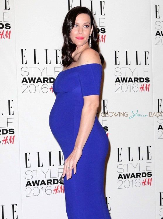 Pregnant Liv Tyler shows off her growing belly at the Elle Style Awards
