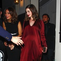 Mom-To-Be Anne Hathaway Leaves Leo DiCaprio's Pre Oscar Party