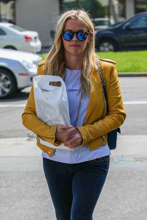Reese Witherspoon runs errands in LA