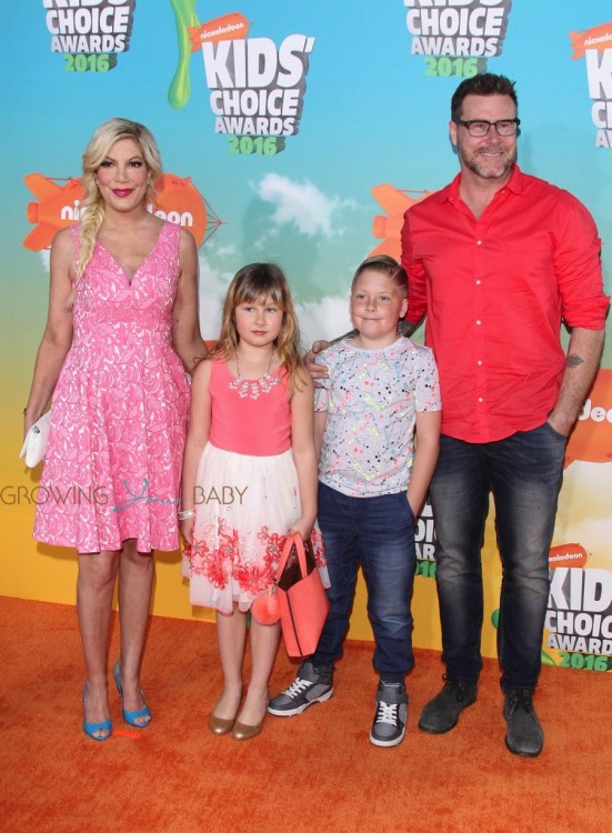 Tori Spelling and Dean McDermott with their kids Stella and Liam at the Nickelodeon Kid's Choice Awards 2016