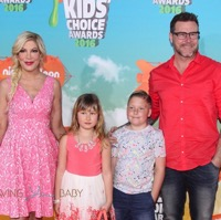 Tori Spelling & Her Family Attend The Nickelodeon 2016 Kids' Choice Awards