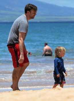 Jason Sudeikis Spends The Day With his Son On The Beach In Maui