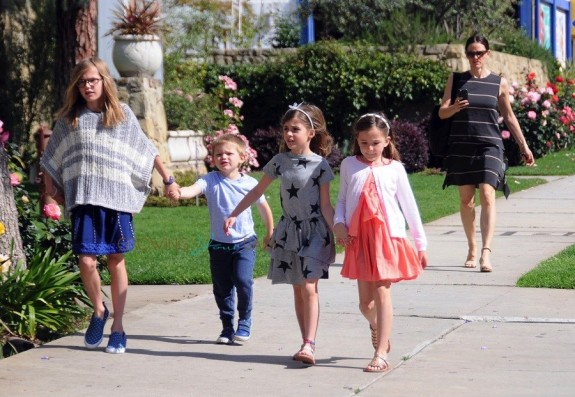 Jennifer Garner leaves church with kids Violet, Seraphina and Samuel Affleck
