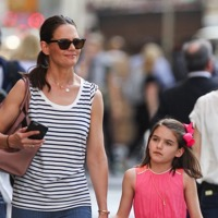 Katie Holmes Steps Out With Daughter Suri in NYC!