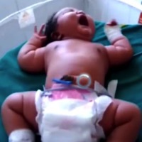 19-Year-old Woman Welcomes 15lb Baby!