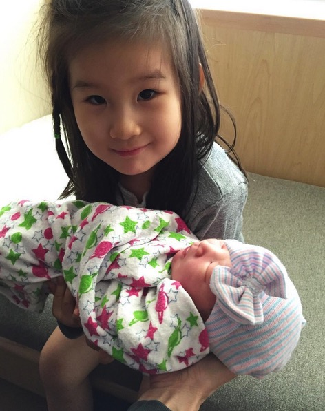 Big sister Jett with new baby Ray Ling Song